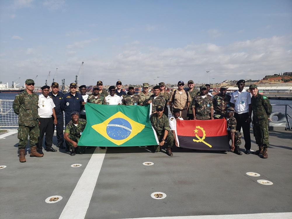 Marina de Brasil participa en entrenamiento contra delitos en el mar en costa africana