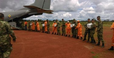 Colombian Armed Forces Provide Humanitarian Aid to Flood Victims