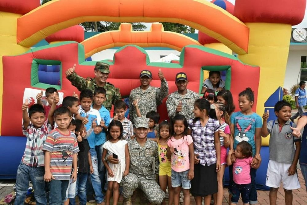 Armed Forces of Colombia and Ecuador Help Local Communities