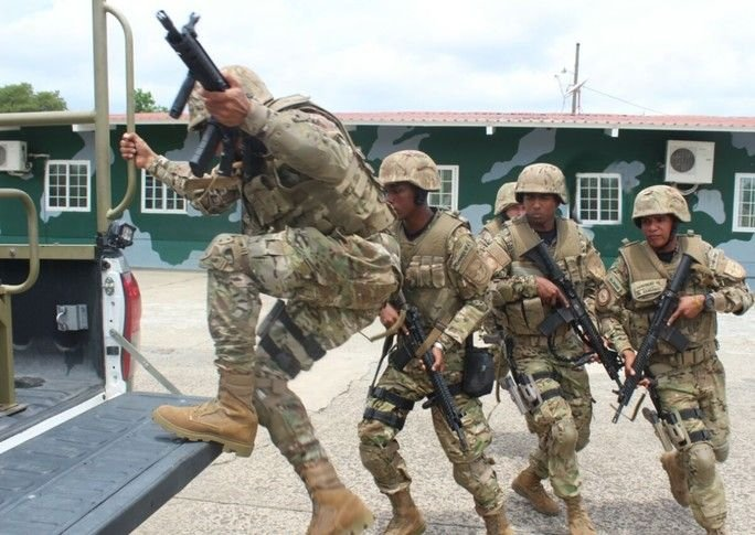 Marines from the Panamanian National Air and Naval Service Take Territory Away from Organized Crime