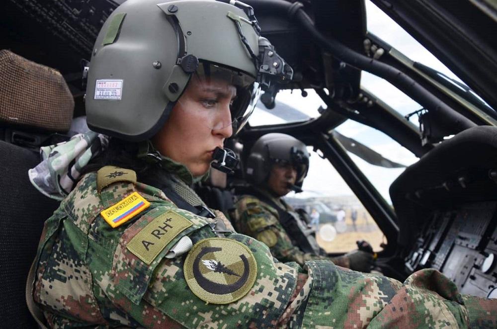 Colombian Army Graduates First Female Black Hawk Pilot