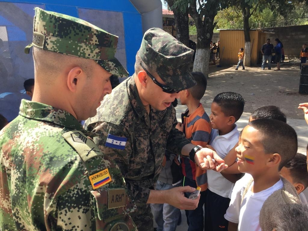 Honduran Service Members Conclude Course with Colombia and US