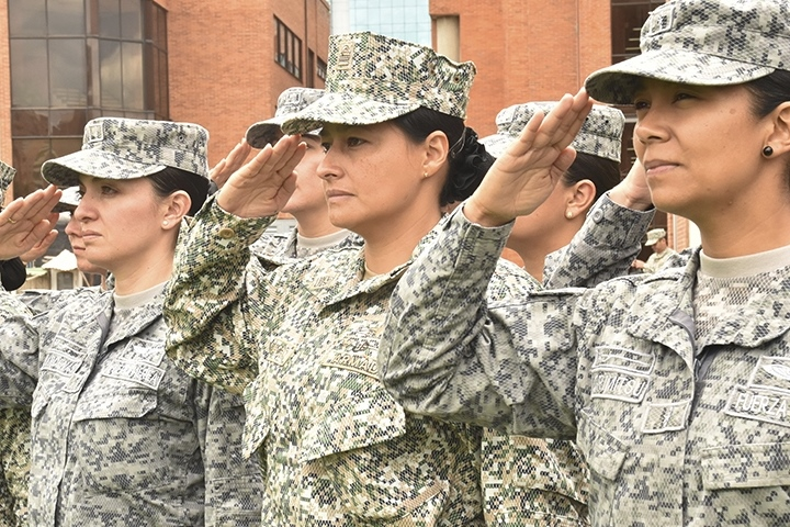 Female Colombian Officers Take General Staff Course