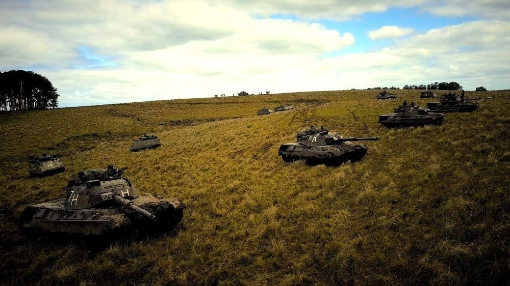 Operation with Armored Vehicles Trains Brazilian Service Members in National Defense