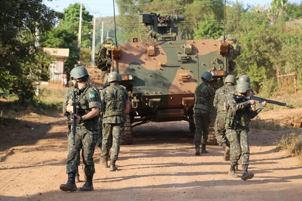 Service Members of Brazil and Paraguay Conduct Joint Attack Training with Armored Vehicles