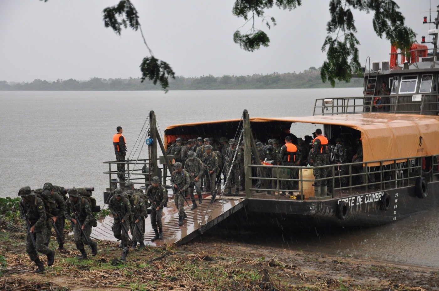 Brazilian Army and Navy Train Close to Border with Paraguay