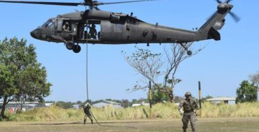 Salvadoran Special Forces and US Military Practice Air Insertions