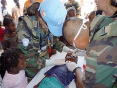 Chilean-Ecuadorean Unit Offers Aid to Haiti