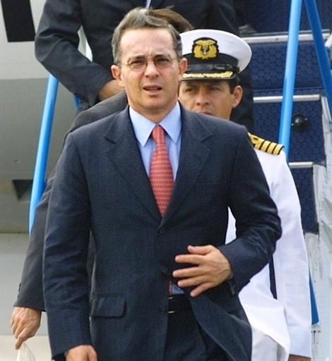 Uribe Thanks Correa For Visit To Colombian Ship In Ecuadorean Port