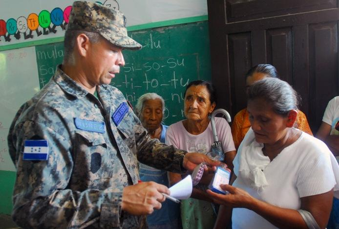 Honduran military, U.S. Army Soldiers spread goodwill during humanitarian mission