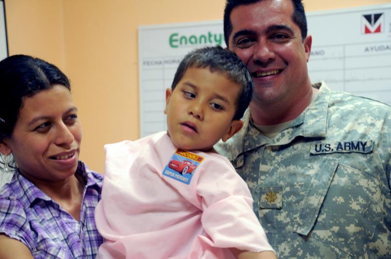 U.S. Military Doctors Treat Honduran Cataract Patients
