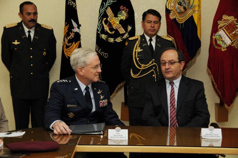 Commander of the U.S. Southern Command Visits Ecuador