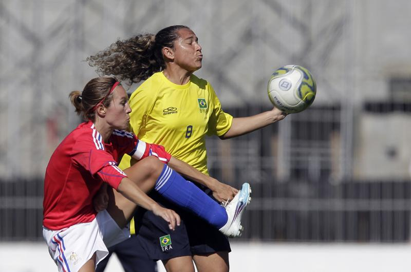 Brazil Opens With Rout In Women's Football