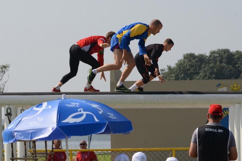 Brazilian Trains Colombian Men's and Women's Team in Military Pentathlon