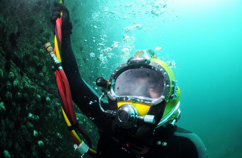 Navy Divers Exchange Expertise In Jamaica