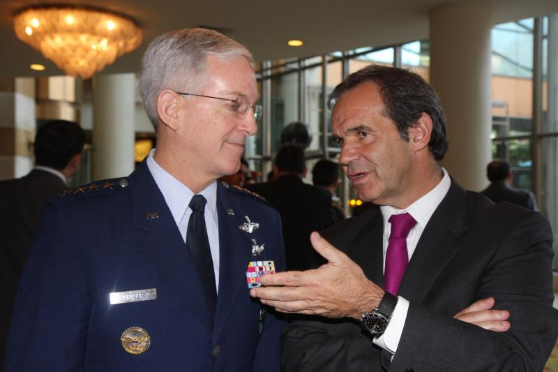 Chilean Defense Minister Inaugurates Conference on Humanitarian Aid