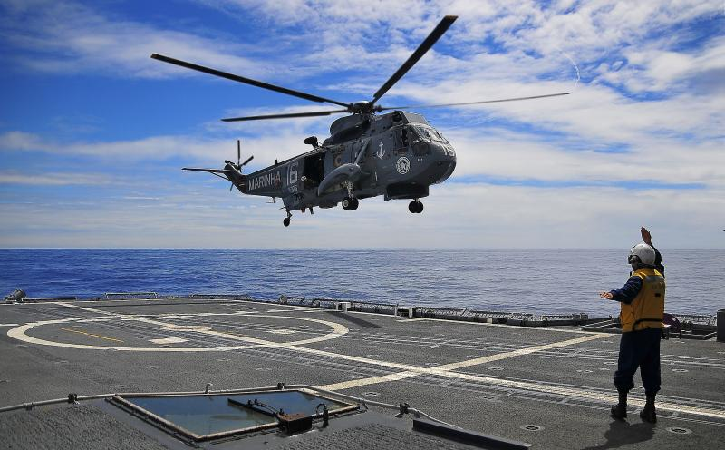 Peruvian Naval Officers Participate in Tactical Course for SH-3D Helicopters in Brazil
