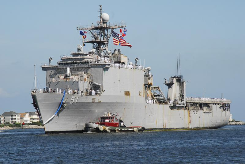 USS Oak Hill Arrives in Cartagena with 30 Tons of Humanitarian Aid