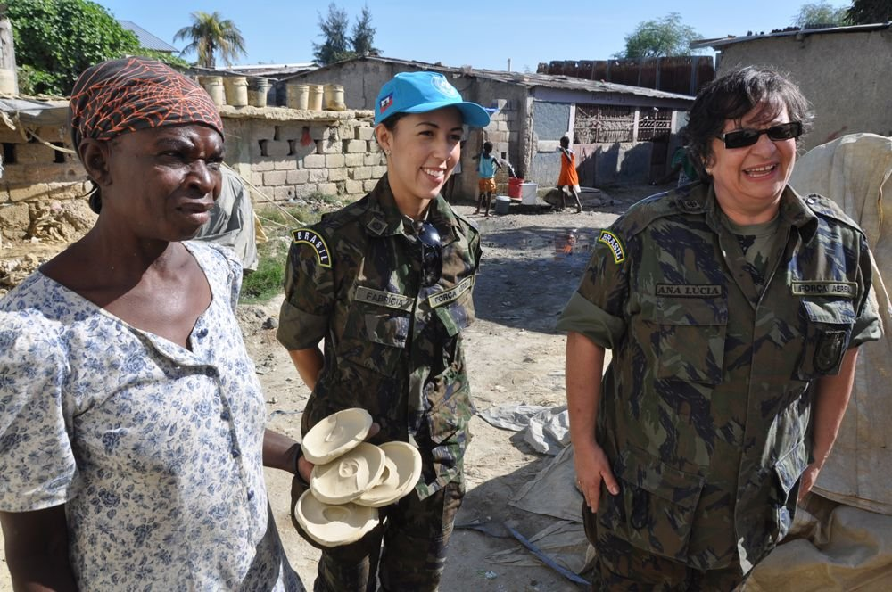 Brazilian Air Force Psychologists Bring Their Expertise to Haiti