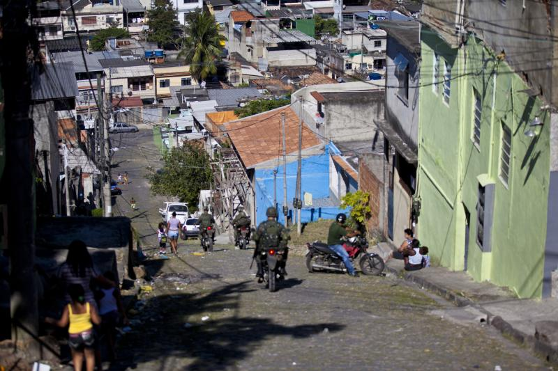 Brazilian Army Turns Over Control of Shantytown to the Police