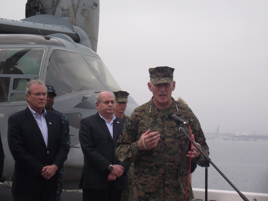 Perú and the U.S. conducted maneuvers onboard the USS America to aid civilians