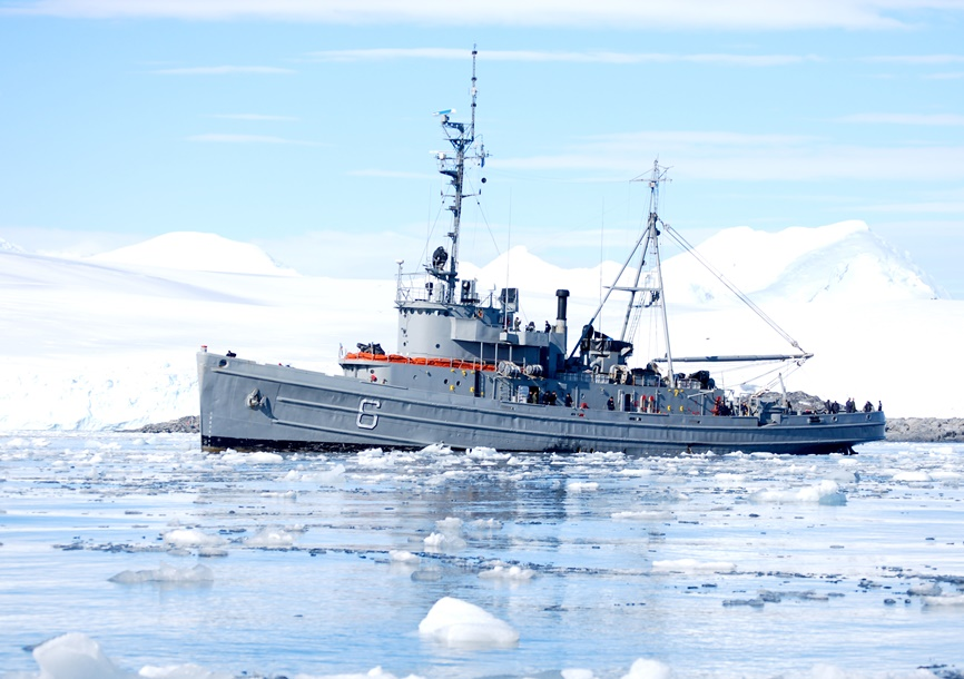 Argentine and Chilean Navies Cooperate in the Antarctic