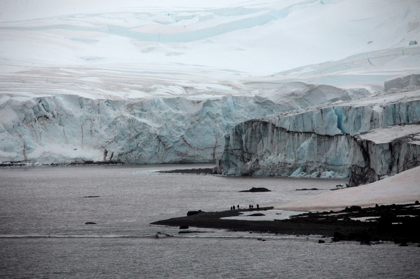 Chilean Navy Supports Scientific Expedition to the Antarctic