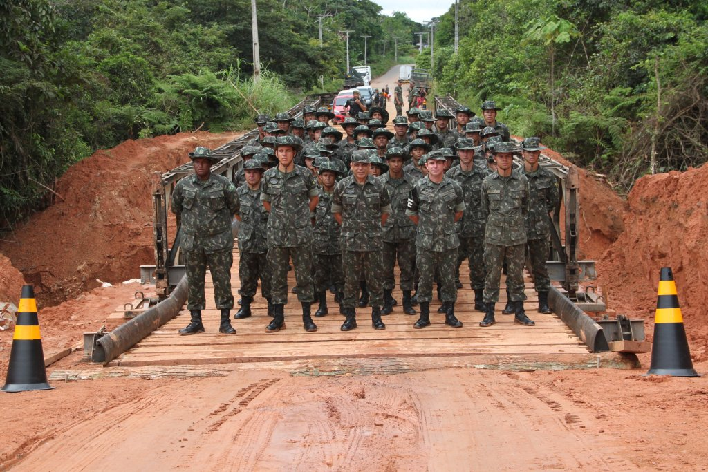 Brazilian Army Provides Humanitarian Aid to Flood Victims