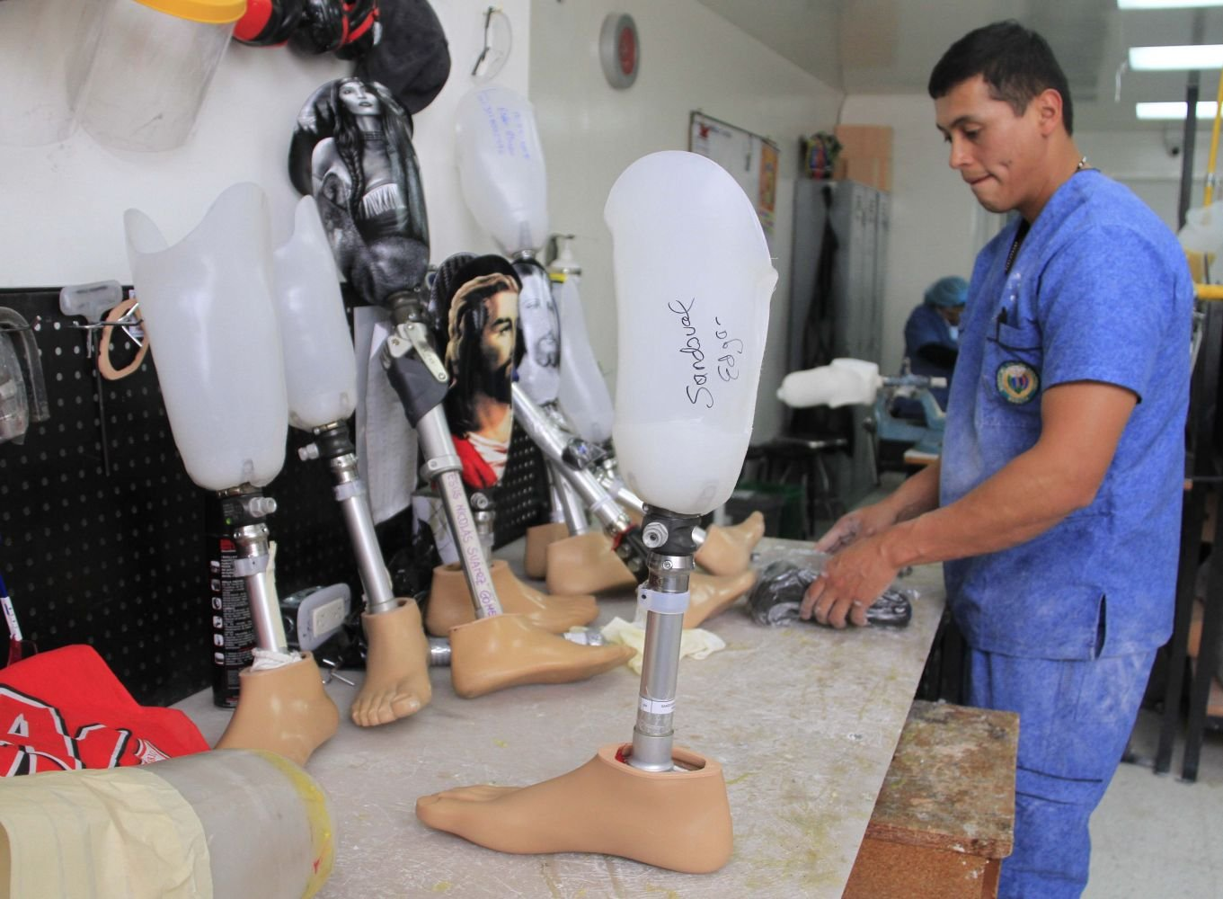 Colombian Soldier Injured by Mine Helps His Wounded Comrades