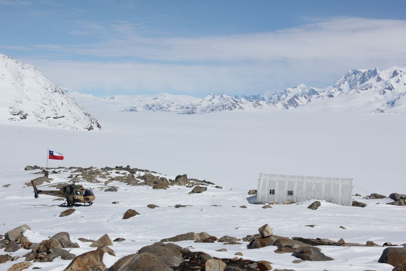 Chilean Army Helps Build Shelters in Southern Patagonian Ice Field