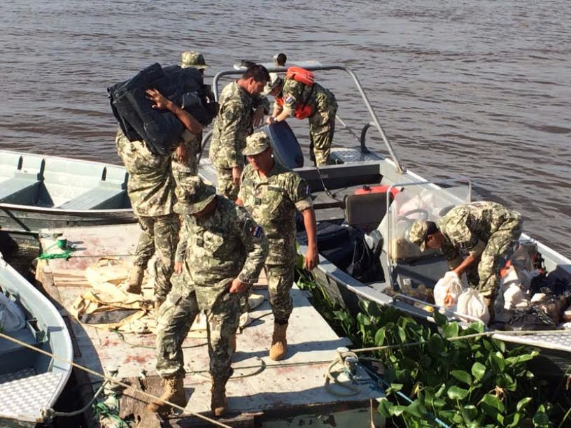 Paraguayan Armed Forces Assist Civilians Impacted by  'El Niño' Floods
