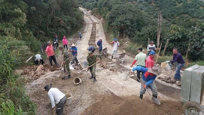 Colombian Army Improves Communities' Roads