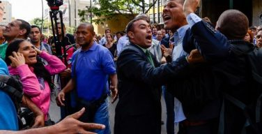 Assembleia Nacional da Venezuela está sitiada