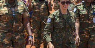 Militar brasileña recibió premio inédito de la ONU y regresa a Brasil