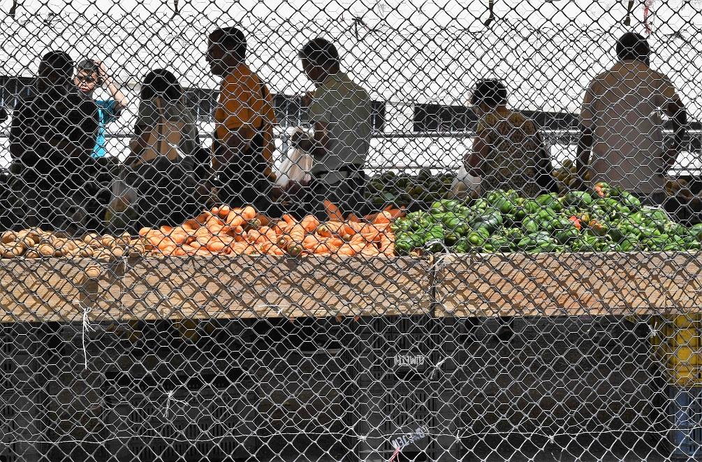 Venezuela: vecinos se apoyan para aplacar el hambre