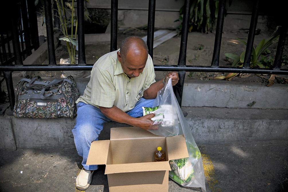 """Pompeo acusa a Maduro de utilizar la comida como """"arma política"""" en Venezuela"""