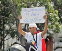 """Presidente de """"El Nacional"""": Venezuela es un país apagado de noticias y opiniones independientes"""