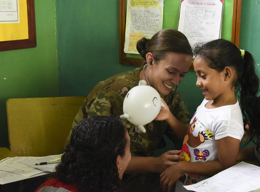 Ejército de Reserva de los EE. UU. y Ministerio de Salud trabajan para llevar atención médica a Cortés, Honduras