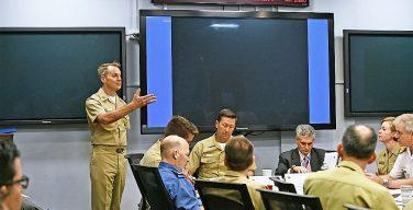 Comandante de las Fuerzas Navales del Comando Sur de los EE. UU. recibe a naciones socias para debatir sobre liderazgo militar superior