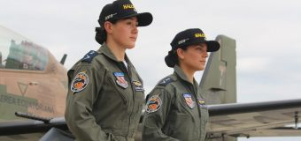 Ecuador otorga rango a primeras mujeres pilotos de combate