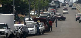 Escasez de gasolina se extiende a la capital de Venezuela