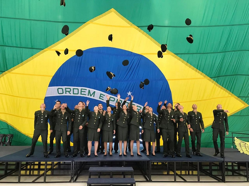 Brazilian Army Trains First Women Specialized in Aircraft Maintenance