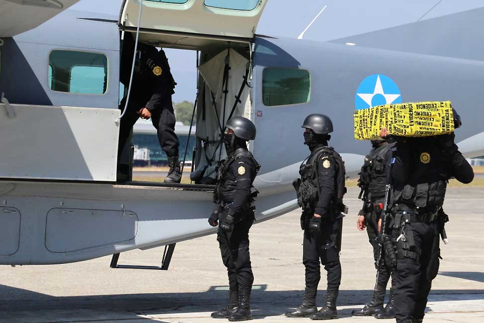 Militares de Guatemala evitan que toneladas de cocaína lleguen al norte