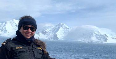 Oficial da Marinha do Chile se destaca como parte da primeira geração de capitães-tenentes mulheres