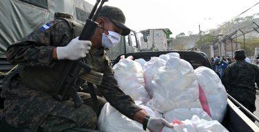 Honduran Service Members Deliver Food to People Amid Coronavirus Lockdown