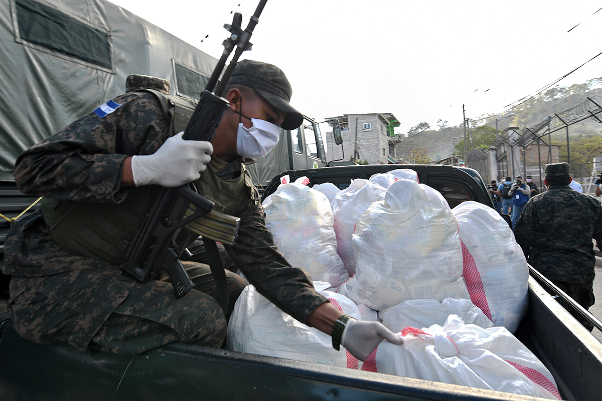 Honduran Service Members Deliver Food to People Amid Coronavirus Lockdown
