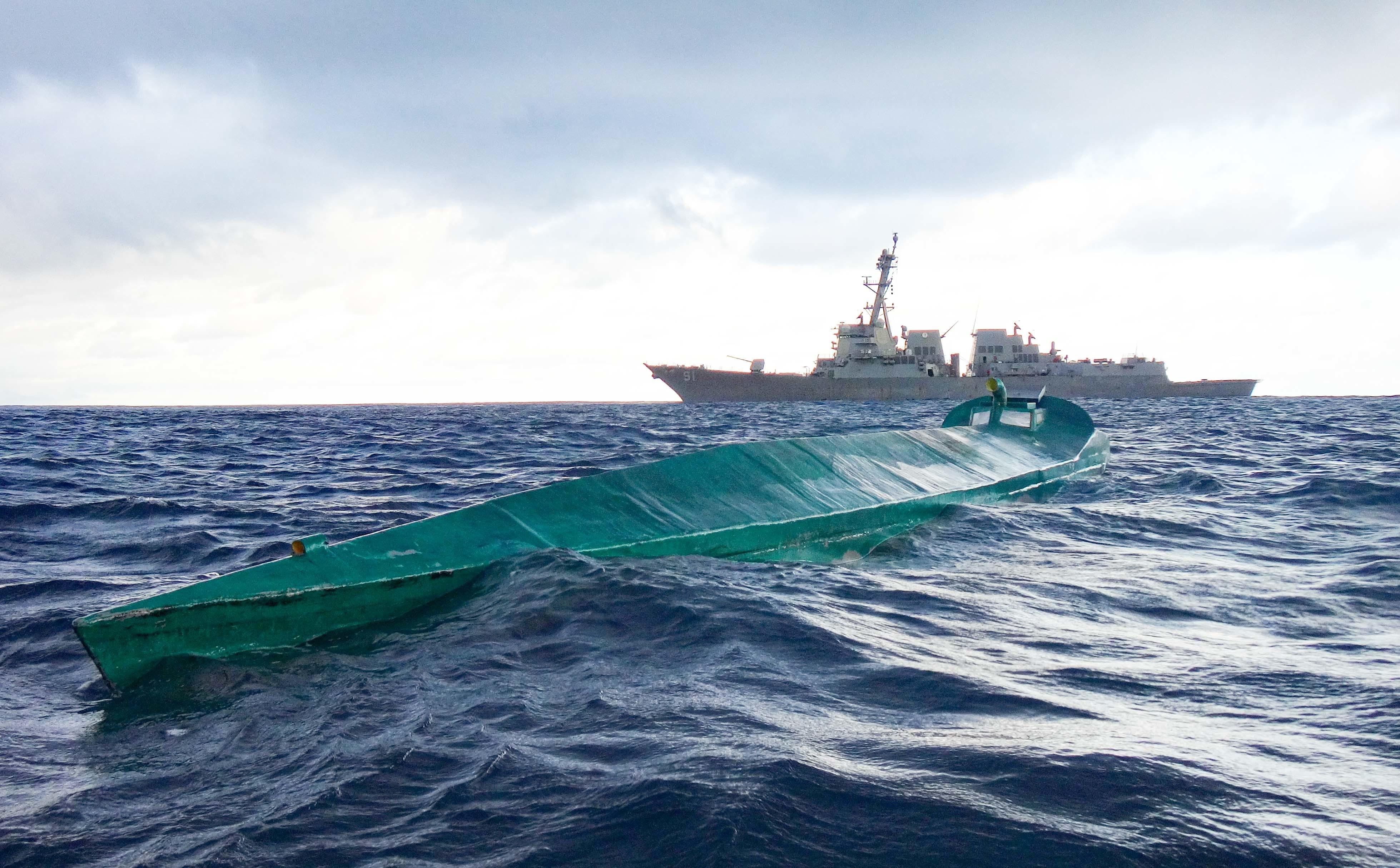 El USS Pinckney detiene embarcación narcotraficante e incauta 70 pacas de cocaína