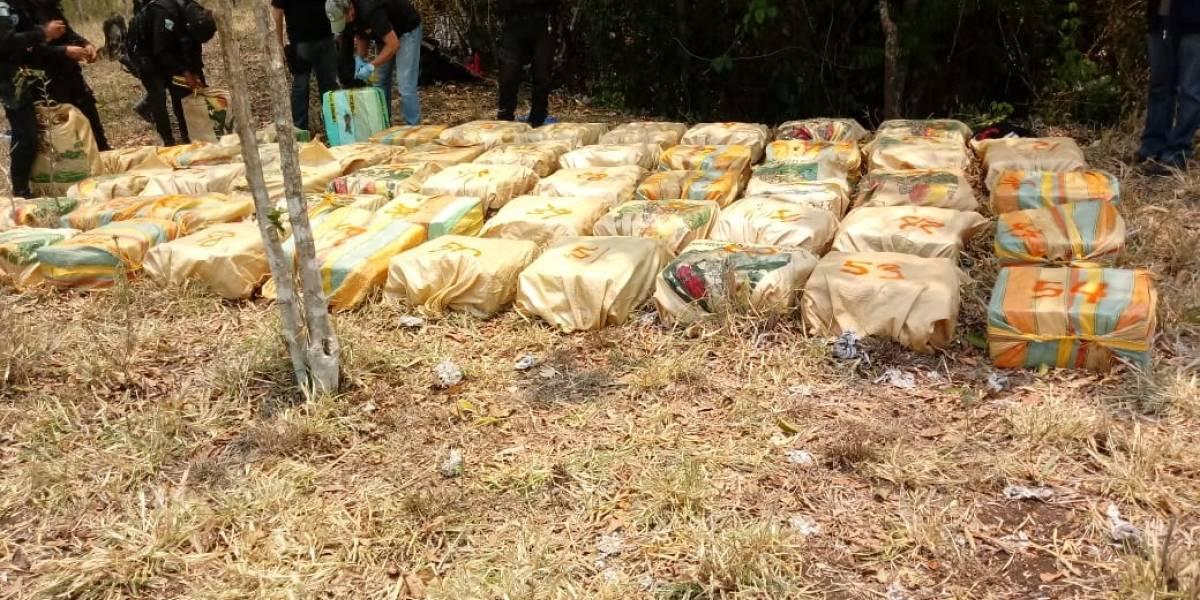 Ejército de Guatemala decomisa más de 3 toneladas de cocaína