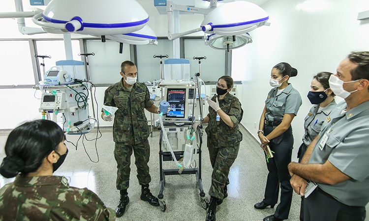 Health Professionals of the Brazilian Armed Forces Train to Fight Coronavirus