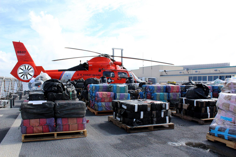 Buque de la Guardia Costera de los EE. UU. descarga más de 13 toneladas métricas de drogas